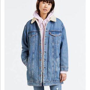 Levi's lengthened Sherpa trucker jacket size small
